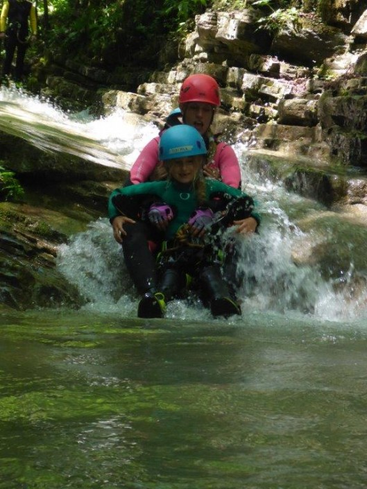 Canyoning Gardasee Funny Thrill Kids sitzen