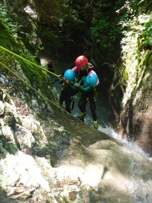 Canyoning Gardasee Funny Thrill Kids abseilen zu dritt