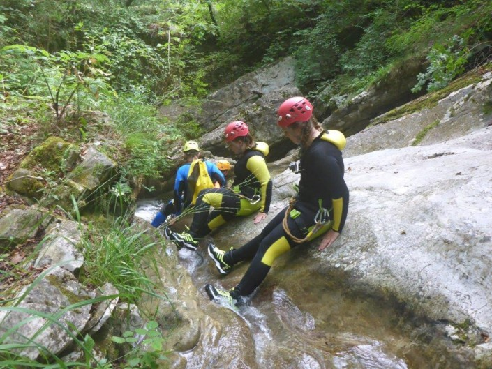Canyoning Gardasee Funny Thrill Family sitzen